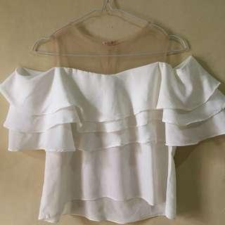 Atasan putih open shoulder