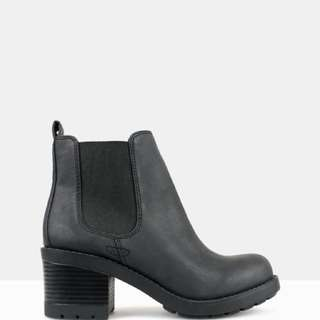 Gorgeous Chelsea Boots