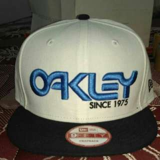 Topi snapback oakley