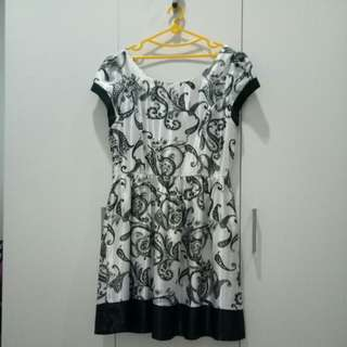 Dress floral black and white satin