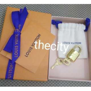 BRAND NEW AUTHENTIC LOUIS VUITTON PADLOCK & KEYS SET