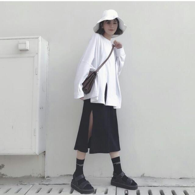 素色開衩長裙&開衩白上衣