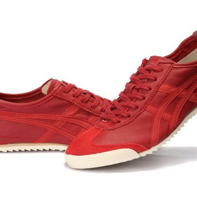 quality design e78b0 238d6 Authentic Onitsuka Tiger Deluxe Mexico 66 Red Shoes on Carousell