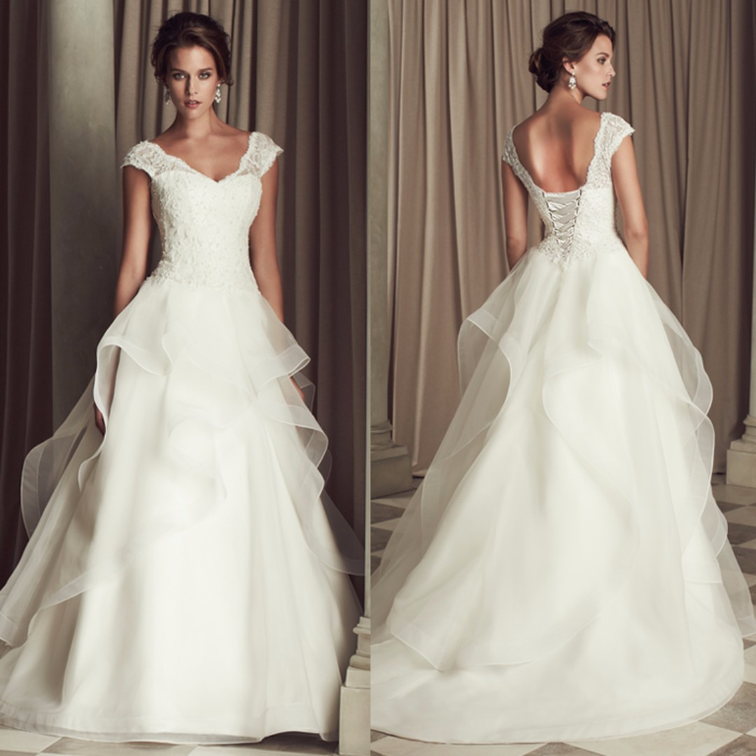 Brand New Avery While Wedding Gown With Frills Women S Fashion