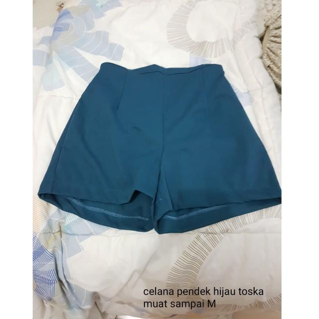 Celana pendek hijau brand local