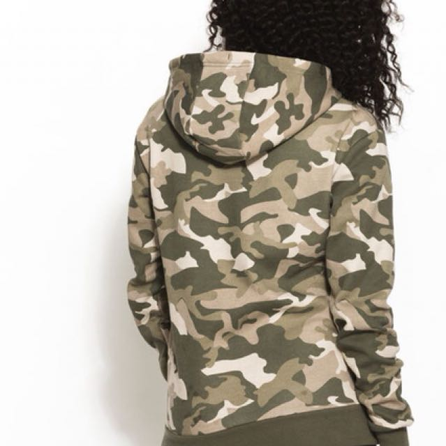ellesse womens hoodie in camo
