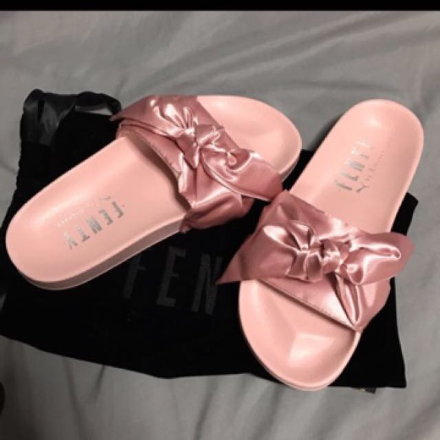 uk availability 13ea2 e5315 Fenty x puma pink bow slides