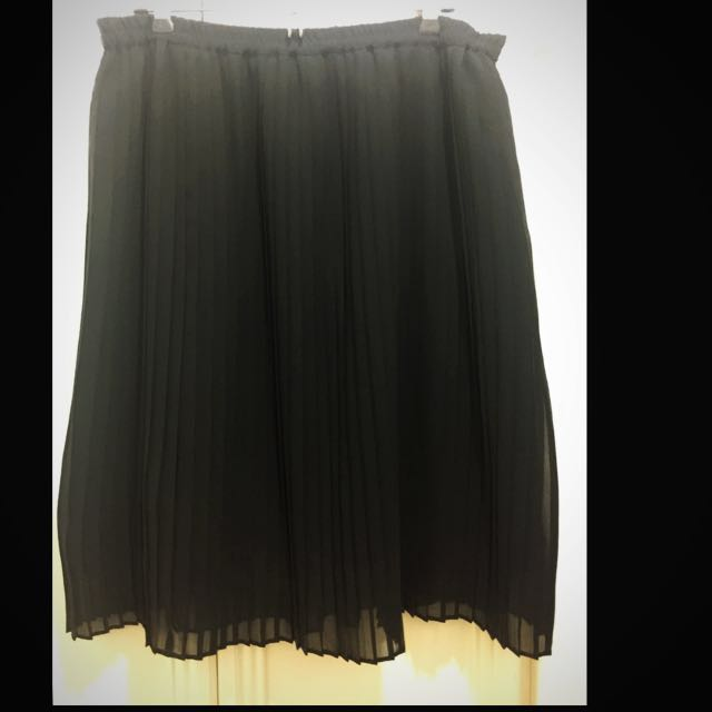 FREE SHIPPING! Banana Republic - Mid Length Pleated Skirt