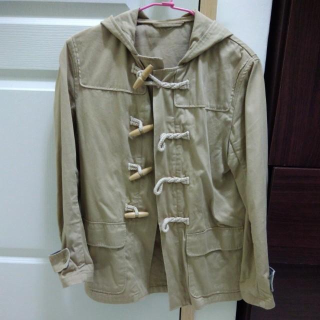 (二手)GU 卡其色 牛角扣 連帽外套 S號 登山外套 夾克 小版男裝 uniqlo muji 無印良品可參考 #四百好外套