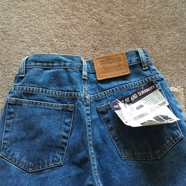 Levi mom jeans BRAND NEW