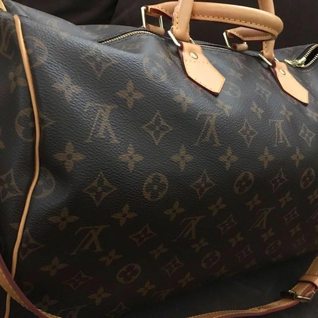 dca77680d77 Louis Vuitton Speedy 40 with strap sling