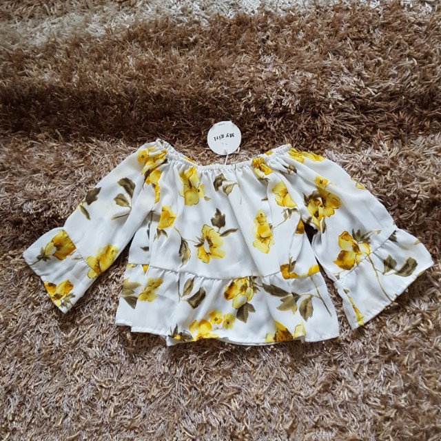 Off Shoulder Floral Top Size S