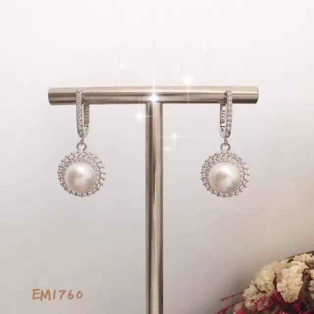 Pearl danggling earrings