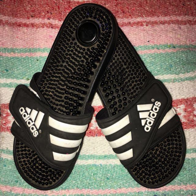 *REDUCED* Adidas slides