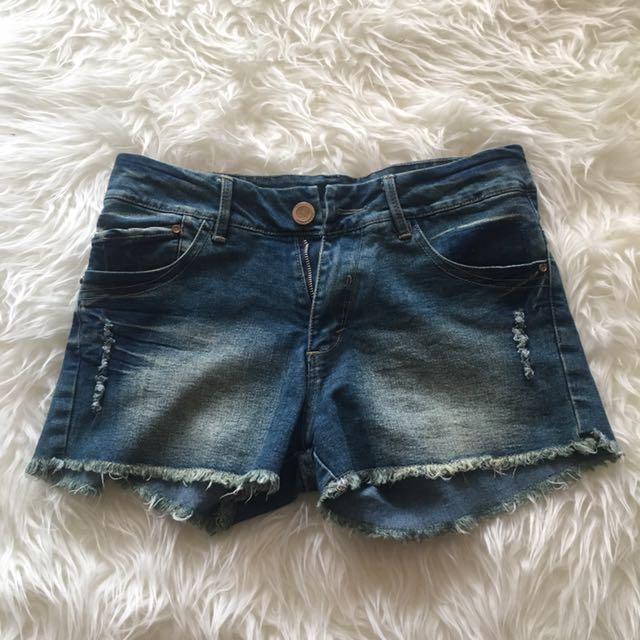 Ripped jeans pendek