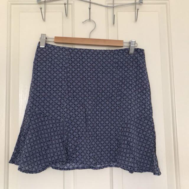 Subtitled skirt