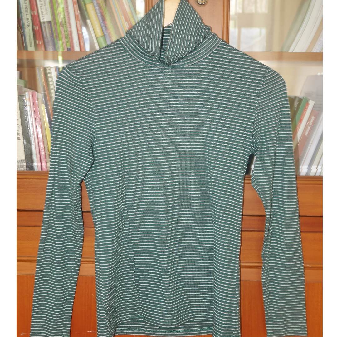 UNIQLO KAOS STRETCH GREEN STRIPE PATTERN