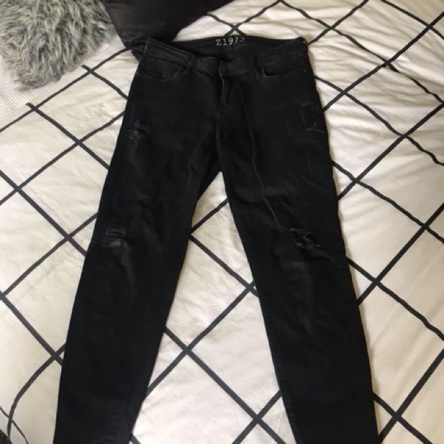 Zara Cropped distressed jeans Size 10