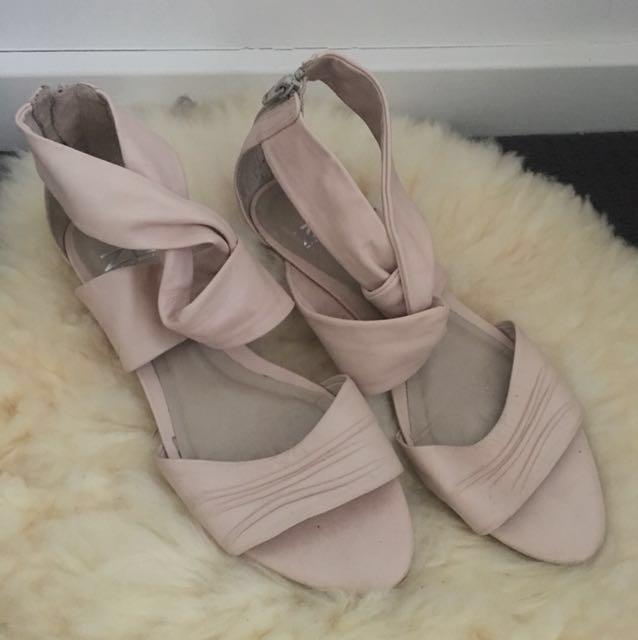 Zu Leather Sandals