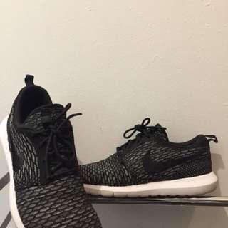 Nike Roshe Run Black 10 US