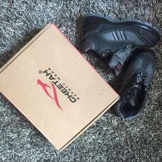 """Safety shoes, merek """"cheetah"""" size 6"""