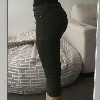 Green 3/4 crop jeans