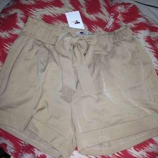 TEMT nude / beige shorts