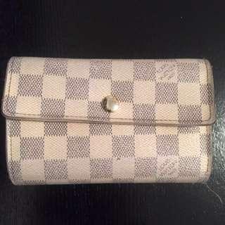 Loui Vuitton purse
