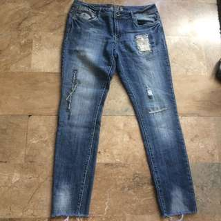Dollhouse Womens Ripped Jeans