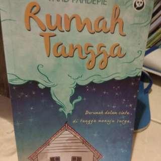Buku Fahd Pahdepie judulnya Rumah Tangga