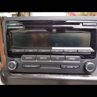 Original New VW Jetta Radio with manual and code