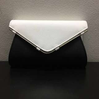 Clutch (Black And White)