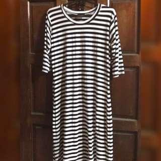 Black and white shirt dress (knee level)