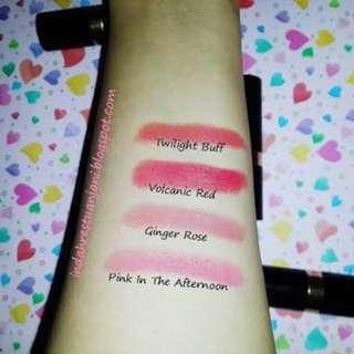 Revlon super lustrous lipstick 675 volcanic red