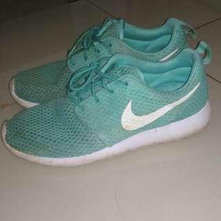 Nike Roshe one Mint USED