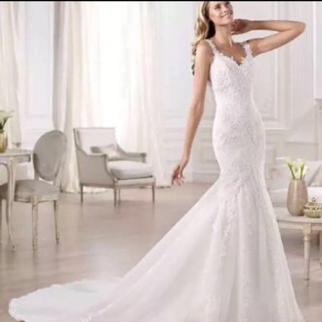 2016 Pronovias Ivory Dress & Veil