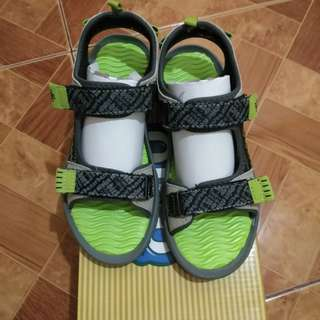 Ollie Kids Sandals size 2 (fits 8-9y/o)