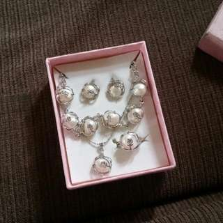 Pearl Jewelry Set From Bora