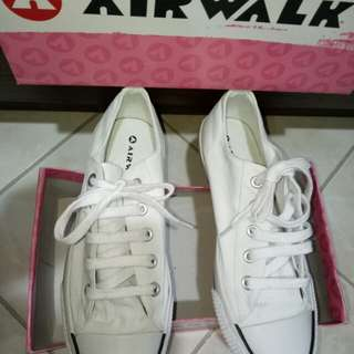 Original AIRWALK Sneaker Shoes for P600 only (with orig.shoe box)