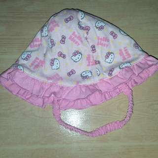 Hello Kitty bonnet with string Size: 3 months up to 1 yr old depends on baby.