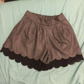 Short pants (like dress)