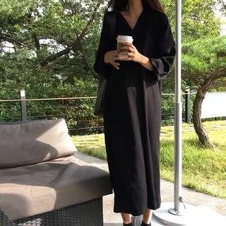 《早衣服》1111網購節🛍復古百搭小眾款寬鬆V領暗黑純色長款洋裝(預)