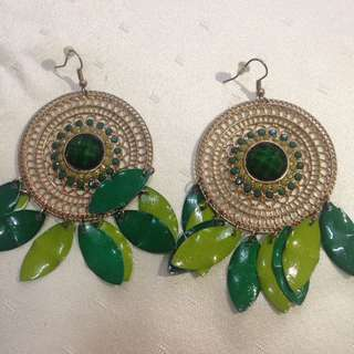 Gold and leafy earring