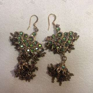 Gold and stone sequined earring
