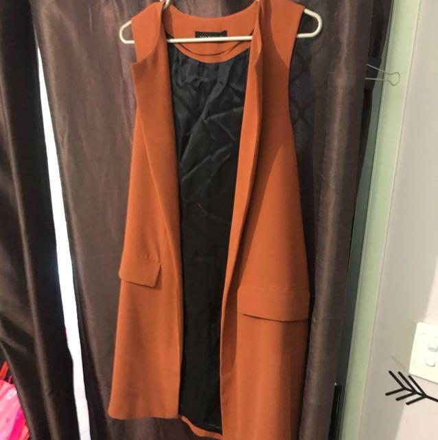 Brown/orange sleeveless jacket