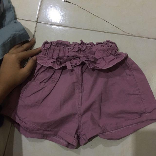 Celana Pendek Ungu