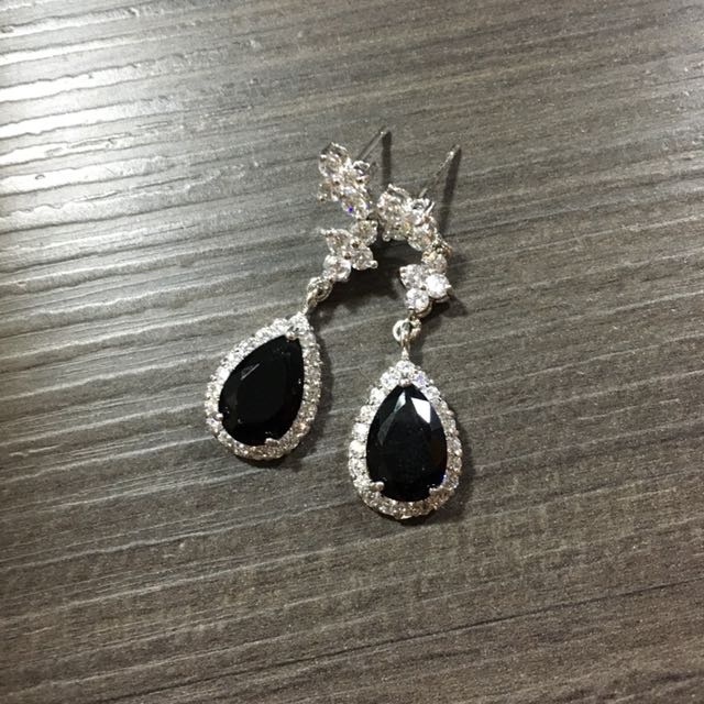 Earings onyx look