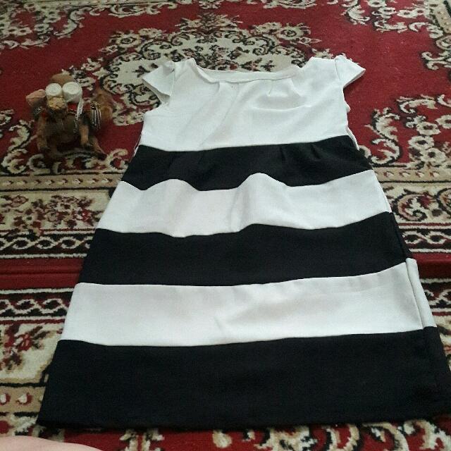 gaun pesta black and white