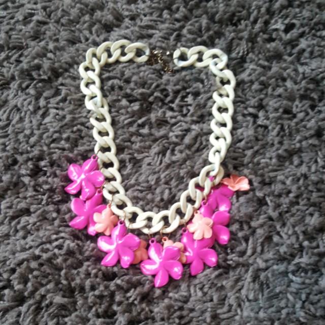 Kalung bunga putih pink