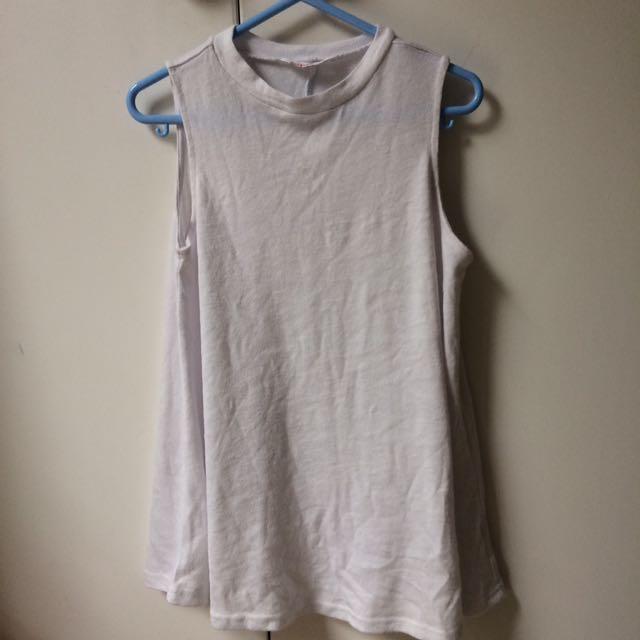 Long sleeveless top